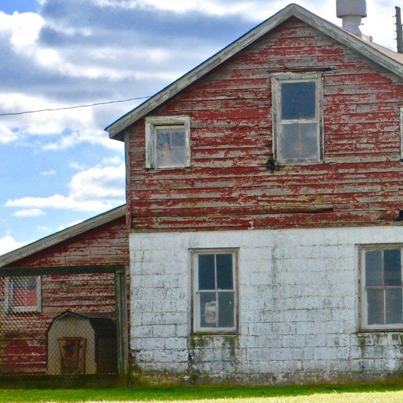 weathered barn in Monroe Township, NJ