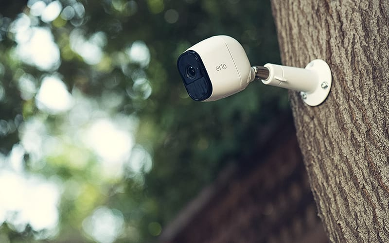 arlo-device-installed-on-tree