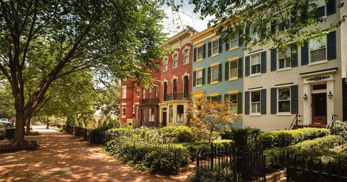 Staying Safe in Your Neighborhood | SafeWise