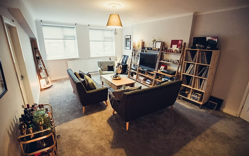 home security for renters how to secure your apartment safewise. Black Bedroom Furniture Sets. Home Design Ideas